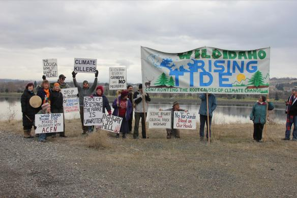 Standing in solidarity by the Snake River (Tom Hansen photo)