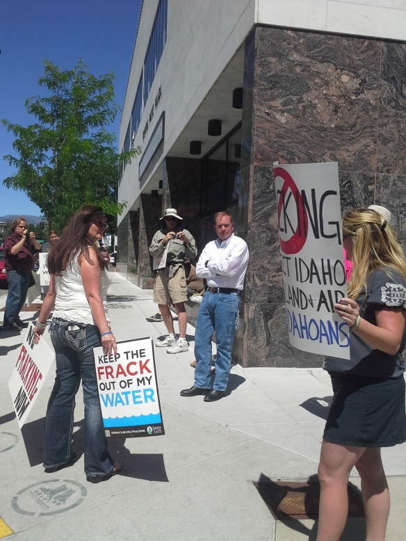 Stop the Frack Attack, Idaho! in Boise, talking with Idaho Department of Lands director Tom Schultz (Helen Yost photo)